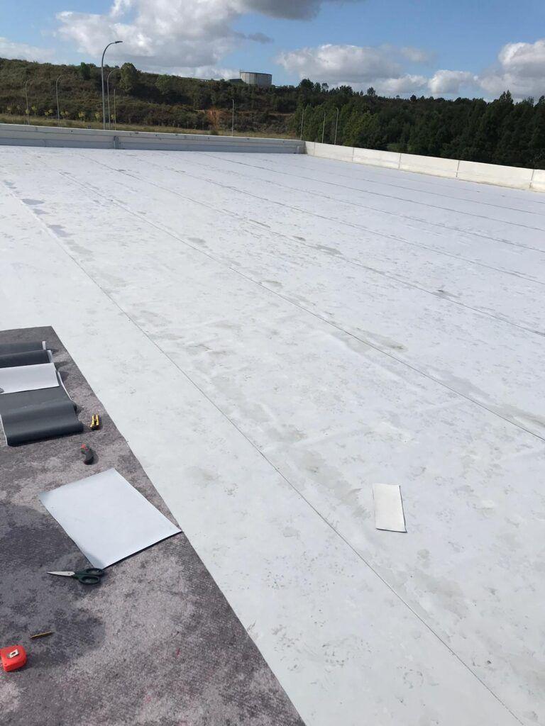 colocación de lámina de PVC impermeabilizante