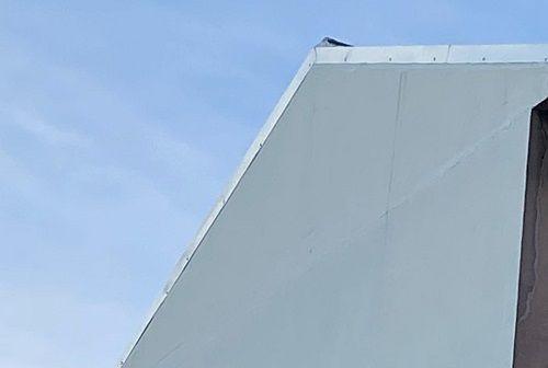 Colocación de perfiles y remates de cubierta.